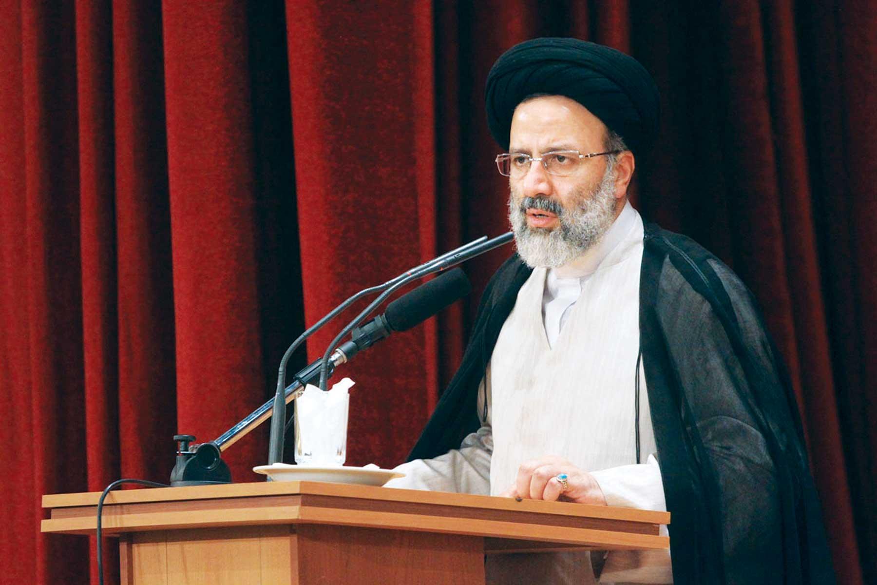 مرزبانی فرهنگی جامعه اسلامی بر عهده روحانیت است