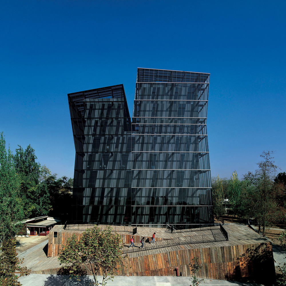 Siamese Towers, San Joaquín Campus, Universidad Católica de Chile. Santiago, Chile 2005. Image © Cristobal Palma