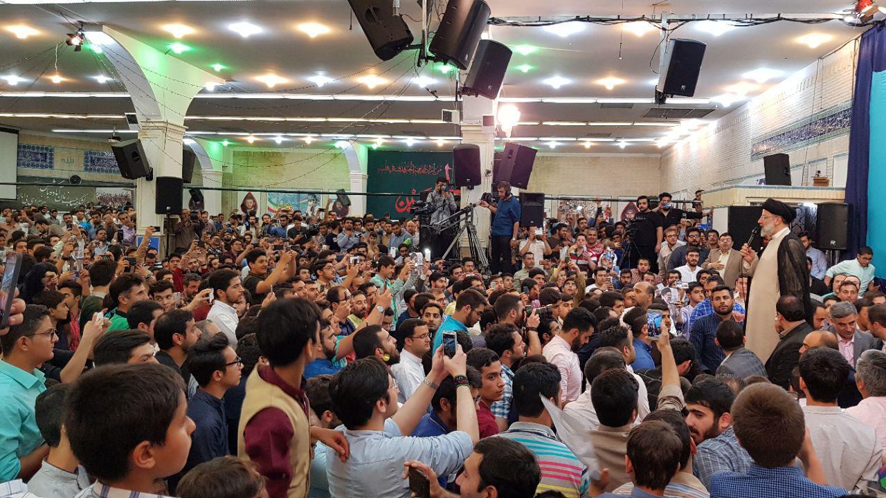 دیوار بلندی میان چپاولگران حقوق ملت با مردم خواهیم کشید