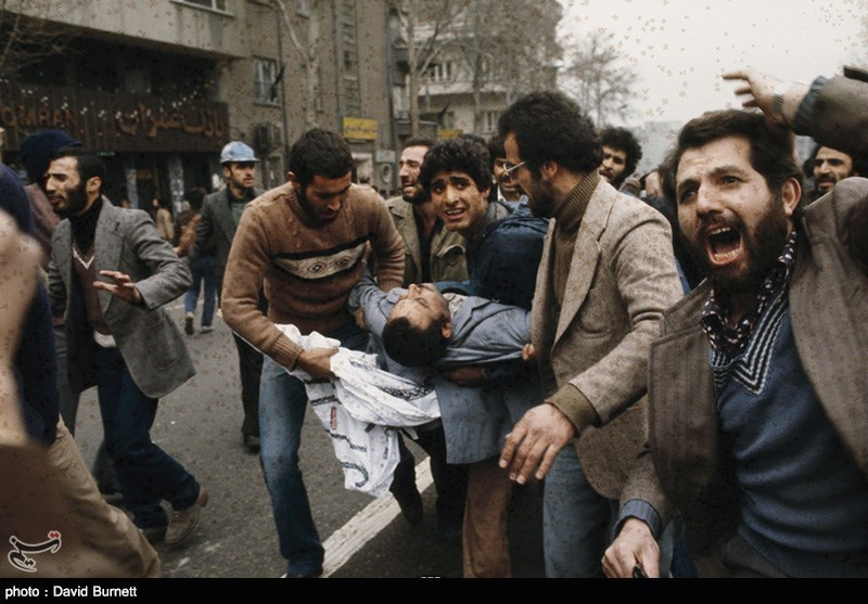 تیراندازی طرفداران شاه به سوی مردم در بهمن 57 شدت گرفت