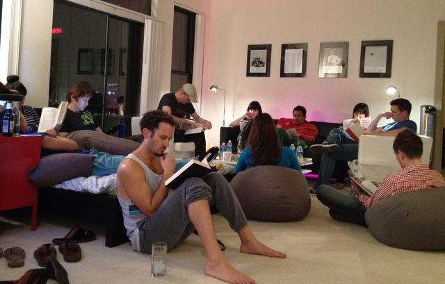 مهمانی کتاب خواندن