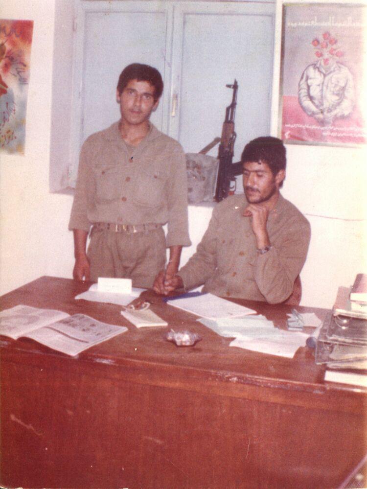 سردارشهیداکبری-سمت راست