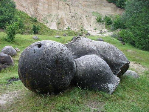 سنگ عجیب
