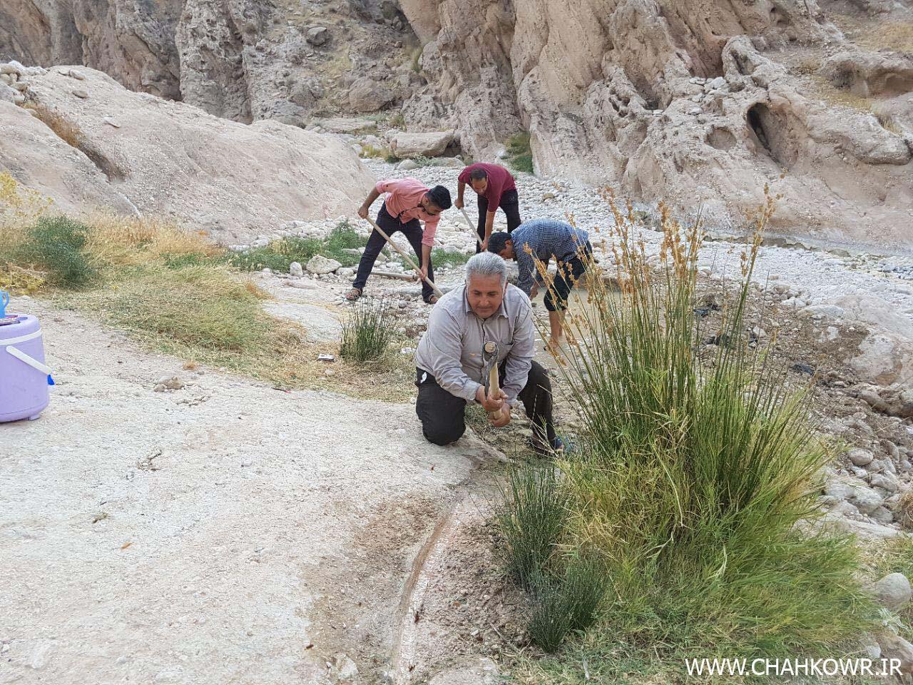 http://bayanbox.ir/view/5649617611822370948/Paksazi-Cheshmeh-Aab-Shirinoo-3.jpg