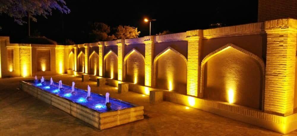 اتمام پروژه نورپردازی اطراف ساختمان موزه و حمام قدیمی و تاریخی شهر وزوان توسط واحد امانی شهرداری
