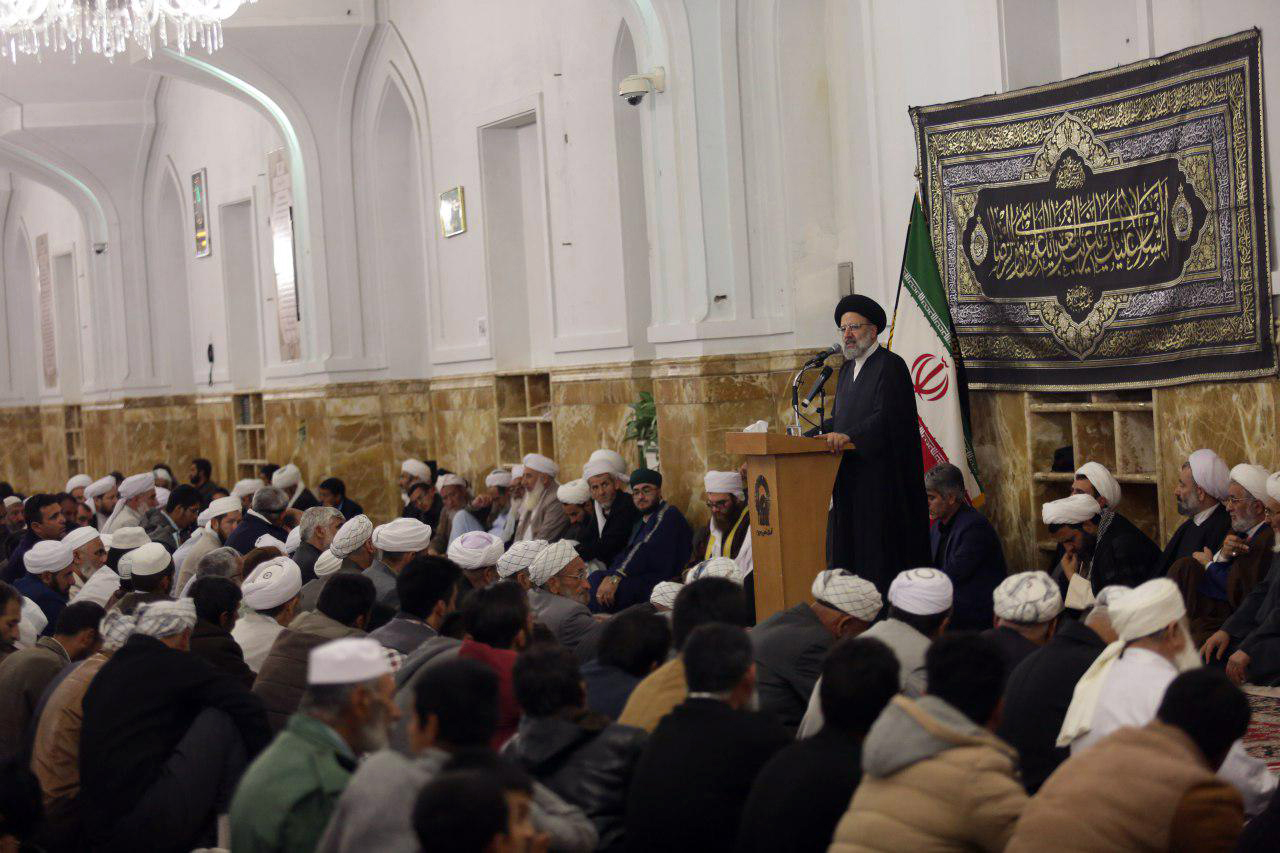 علمای دینی و خردمندان جوامع اسلامی باید پیشگامان عرصه شناخت، بصیرت و وحدت باشند