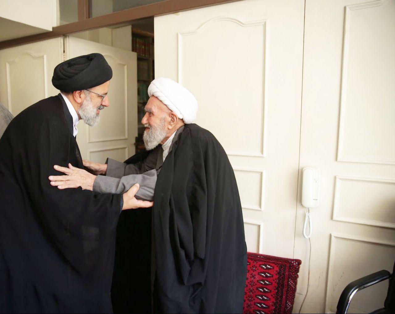 تولیت آستان قدس رضوی در اصفهان با آیت الله ناصری دیدار کرد