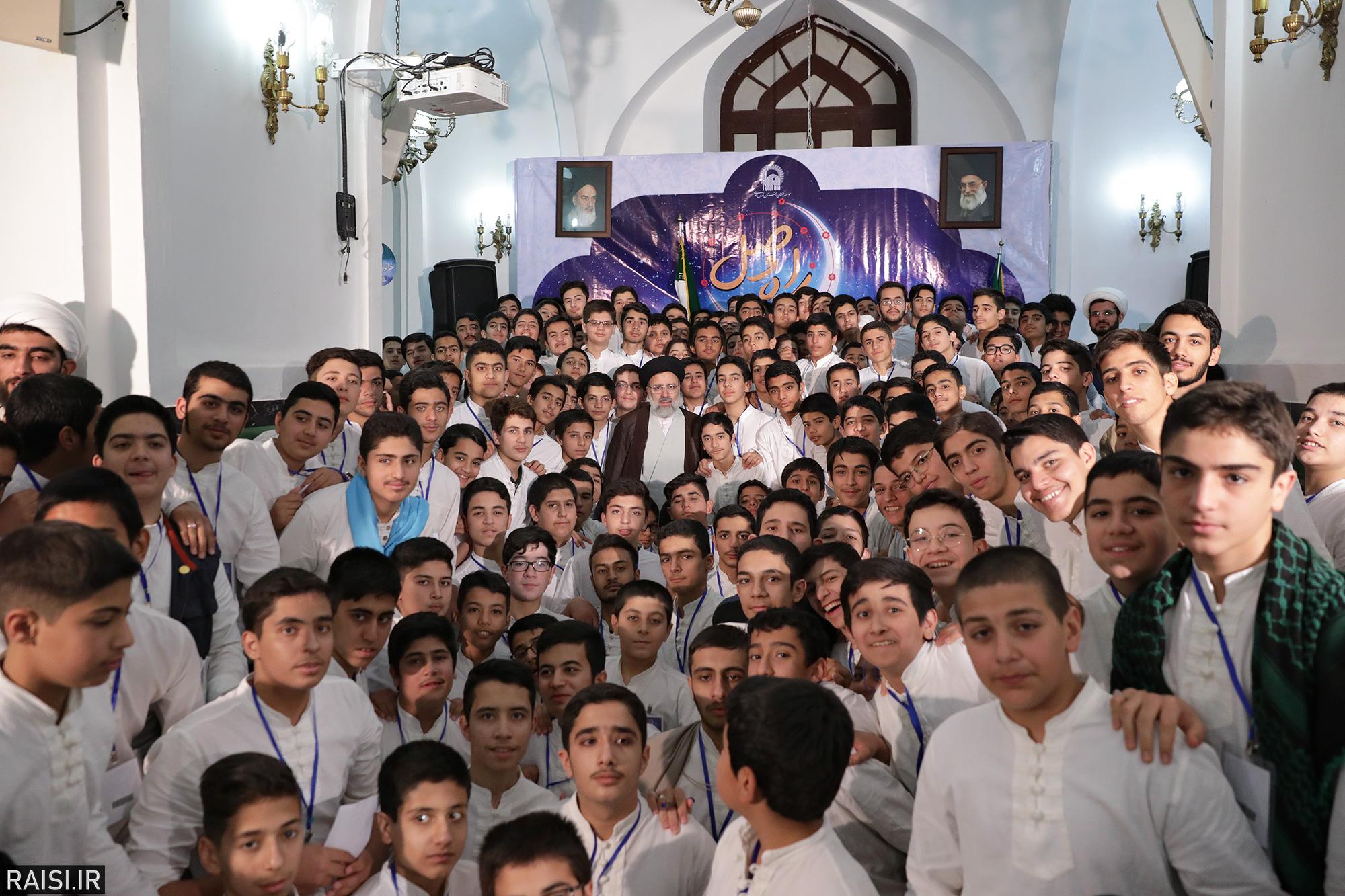 حضور تولیت آستان قدس رضوی در جمع معتکفان نوجوان مسجد جامع گوهرشاد