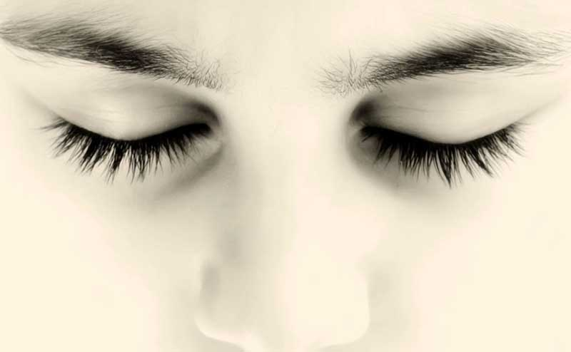 چشم به نامحرم میافتد و اگر خوشت نیاید که مریضی