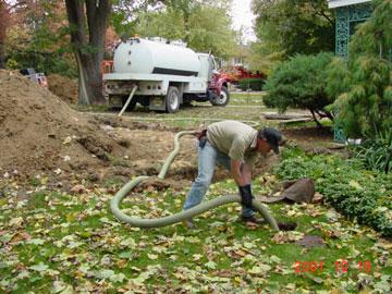 تخلیه چاه با ماشین ساکشن
