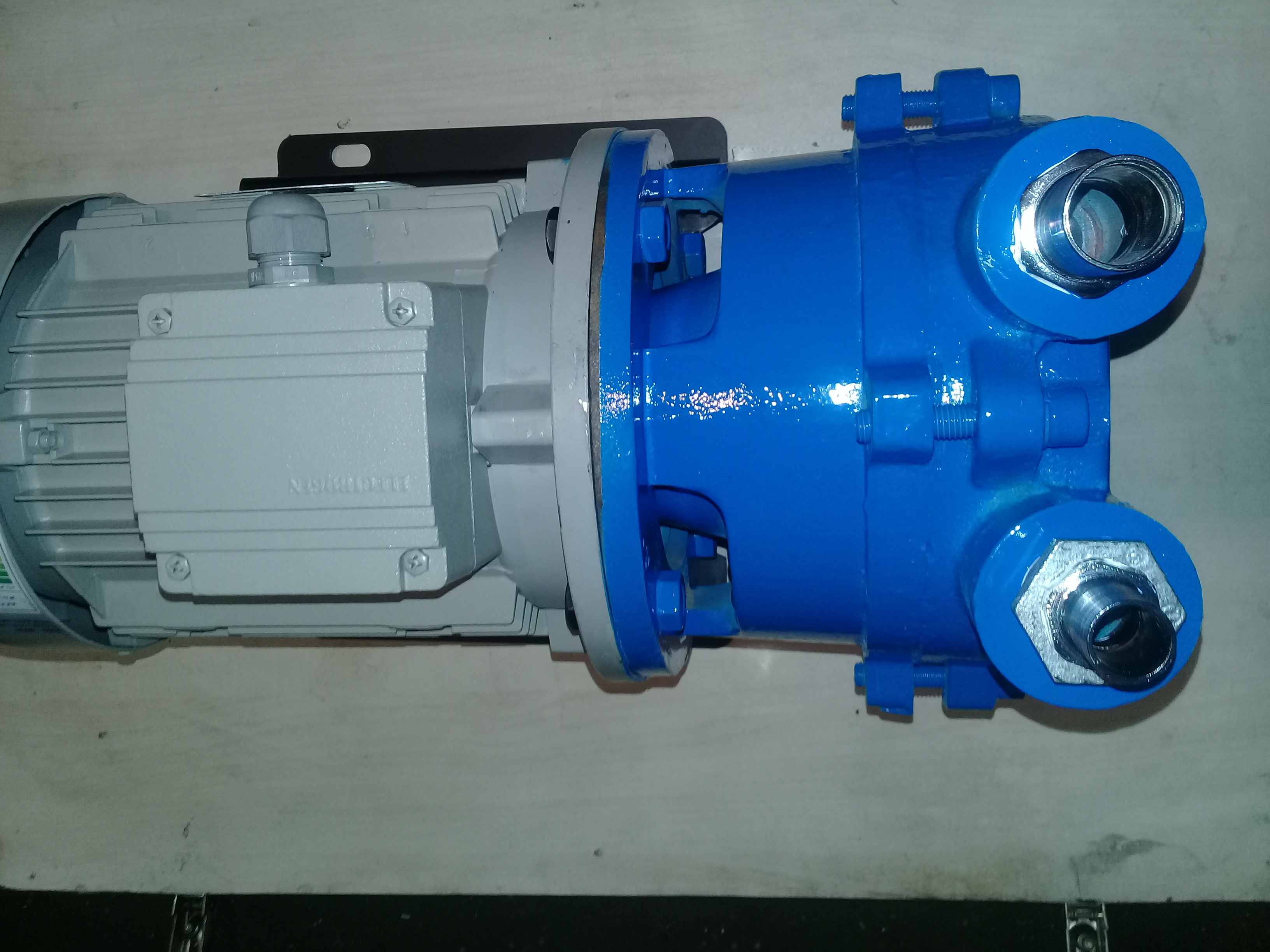 Sell ​​blue vacuum pump