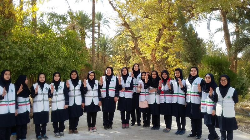 پیشتازان دبیرستان حضرت فاطمه(س) در باغ گلشن