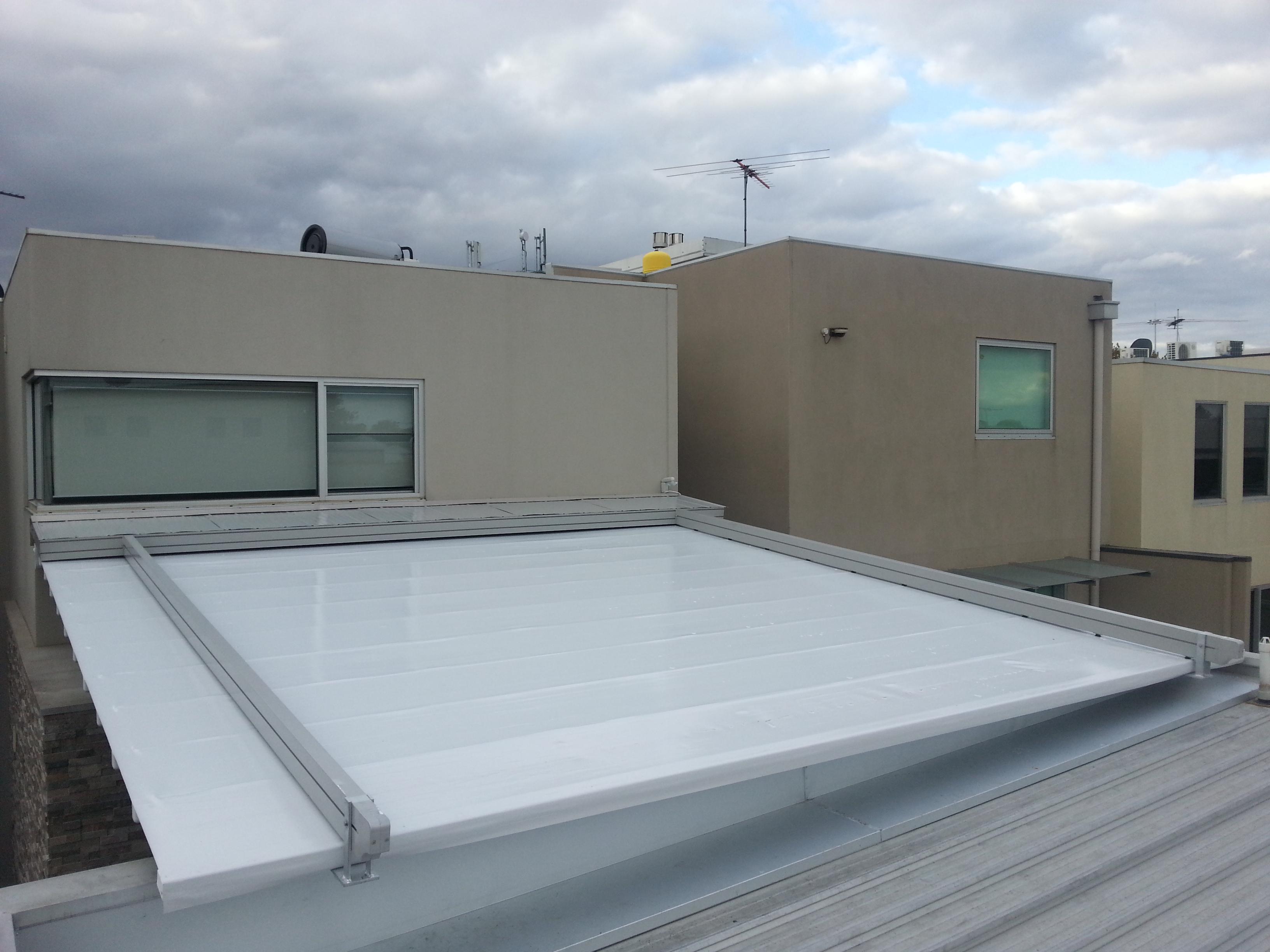 سقف برقی :: سقف وسایبان متحرک/چترهای متحرککه در صورت وقوع هر گونه شرایط آب و هوایی فضای مورد نیاز شما را جهت استراحت  و فعالیت های مختلف تامین می نماید