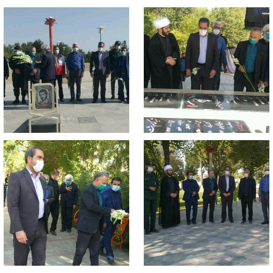 مراسم غبارروبی و عطر افشانی قبور مطهر شهدای شهر وزوان به مناسبت هفته دفاع مقدس.