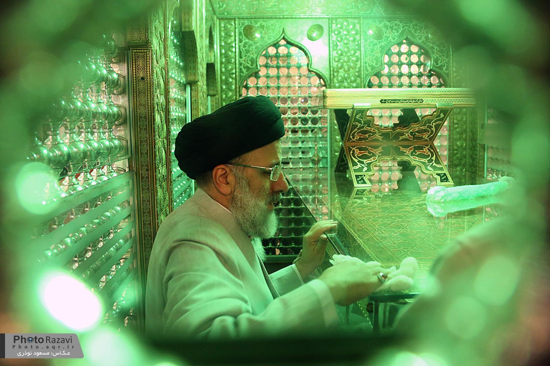 گلاب شویی ضریح مطهر حضرت احمد بن موسی علیه السلام با حضور تولیت آستان قدس رضوی