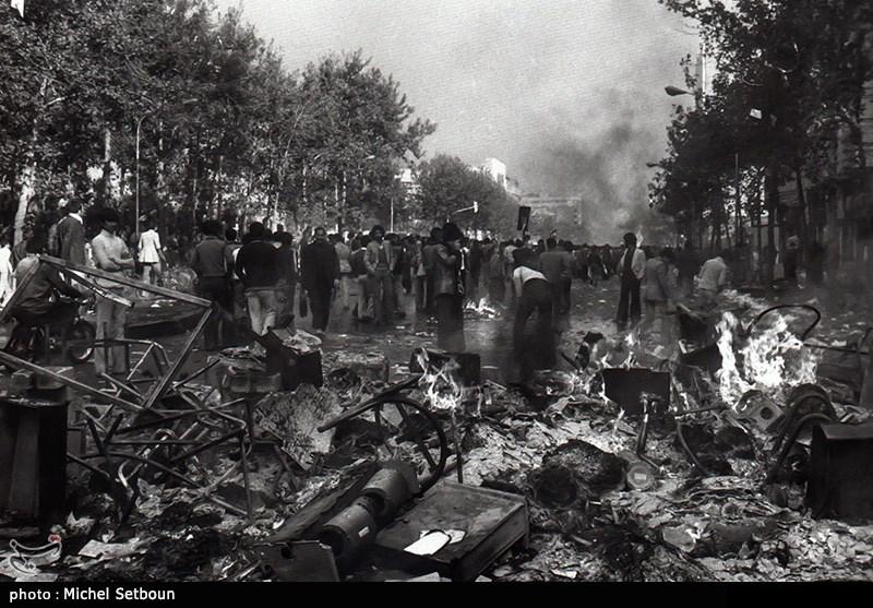 تظاهرات مردم علیه ظلم شاه کثیف در سال 57 شدت گرفت