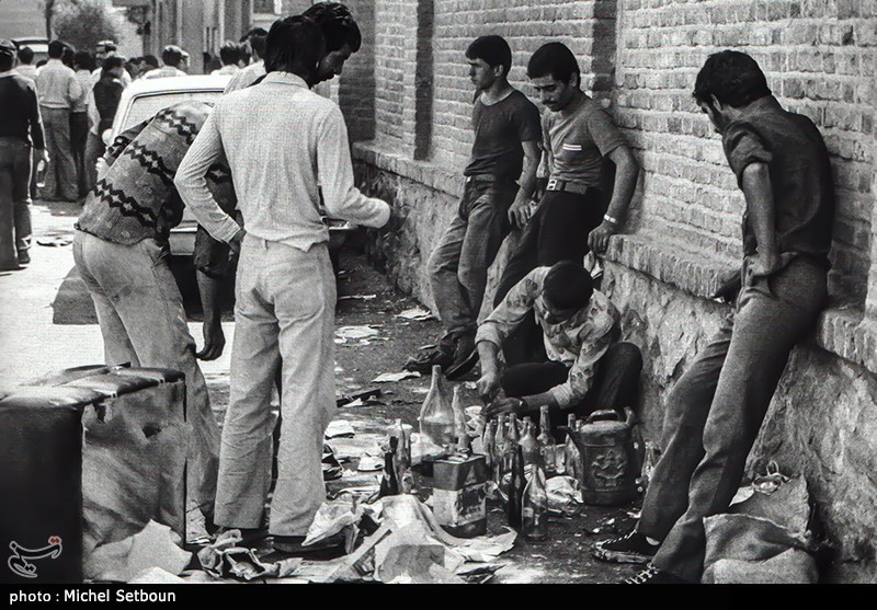 مبارزه مردم علیه ستم و ظلم محمدرضا شاه خائن