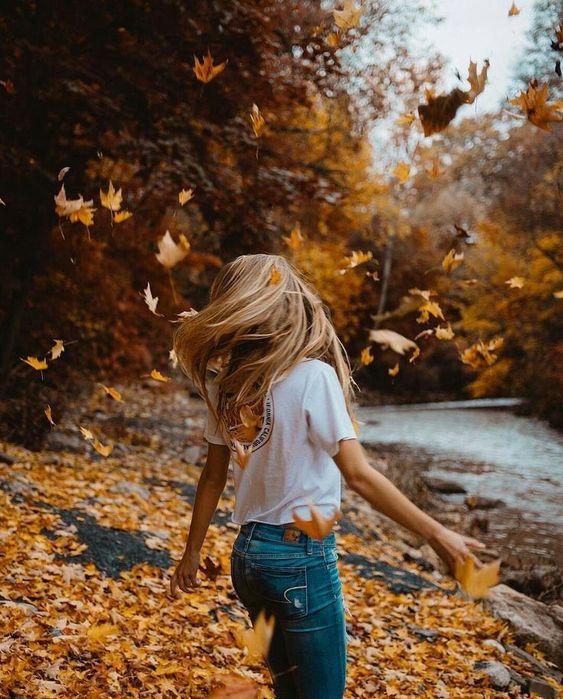 ژست عکاسی در طبیعت پاییزی برای پروفایل