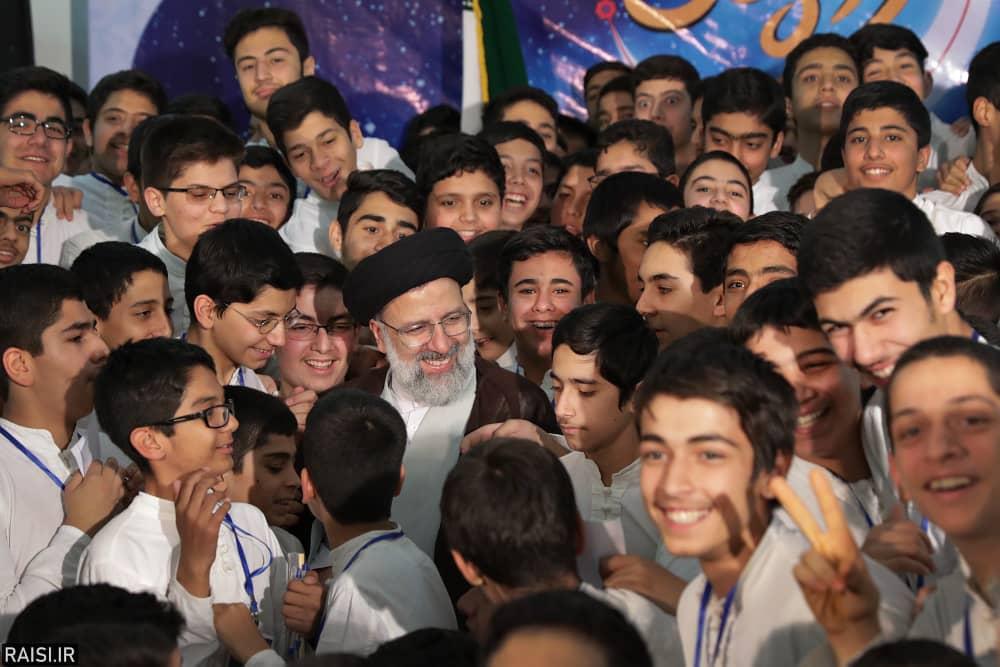 حضور پرشور جوانان و نوجوانان در مراسم اعتکاف از برکات انقلاب اسلامی است