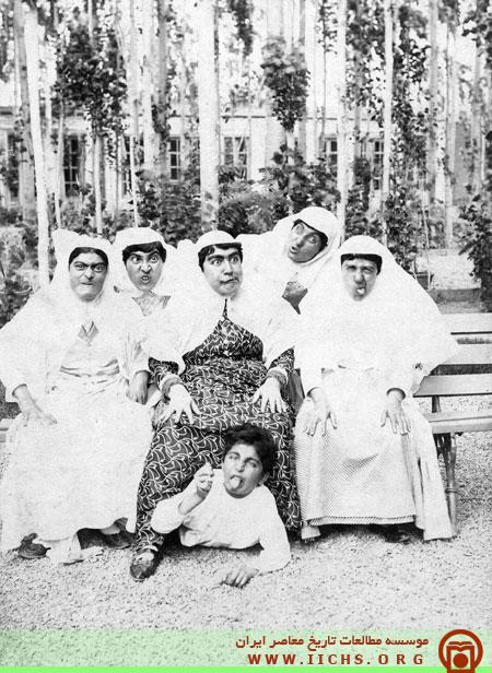 ژست خنده دار زنان قاجار برای عکس گرفتن