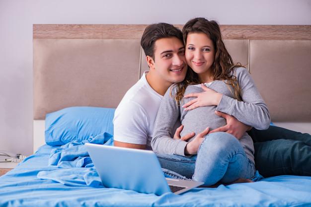 ژست عکس بارداری عاشقانه