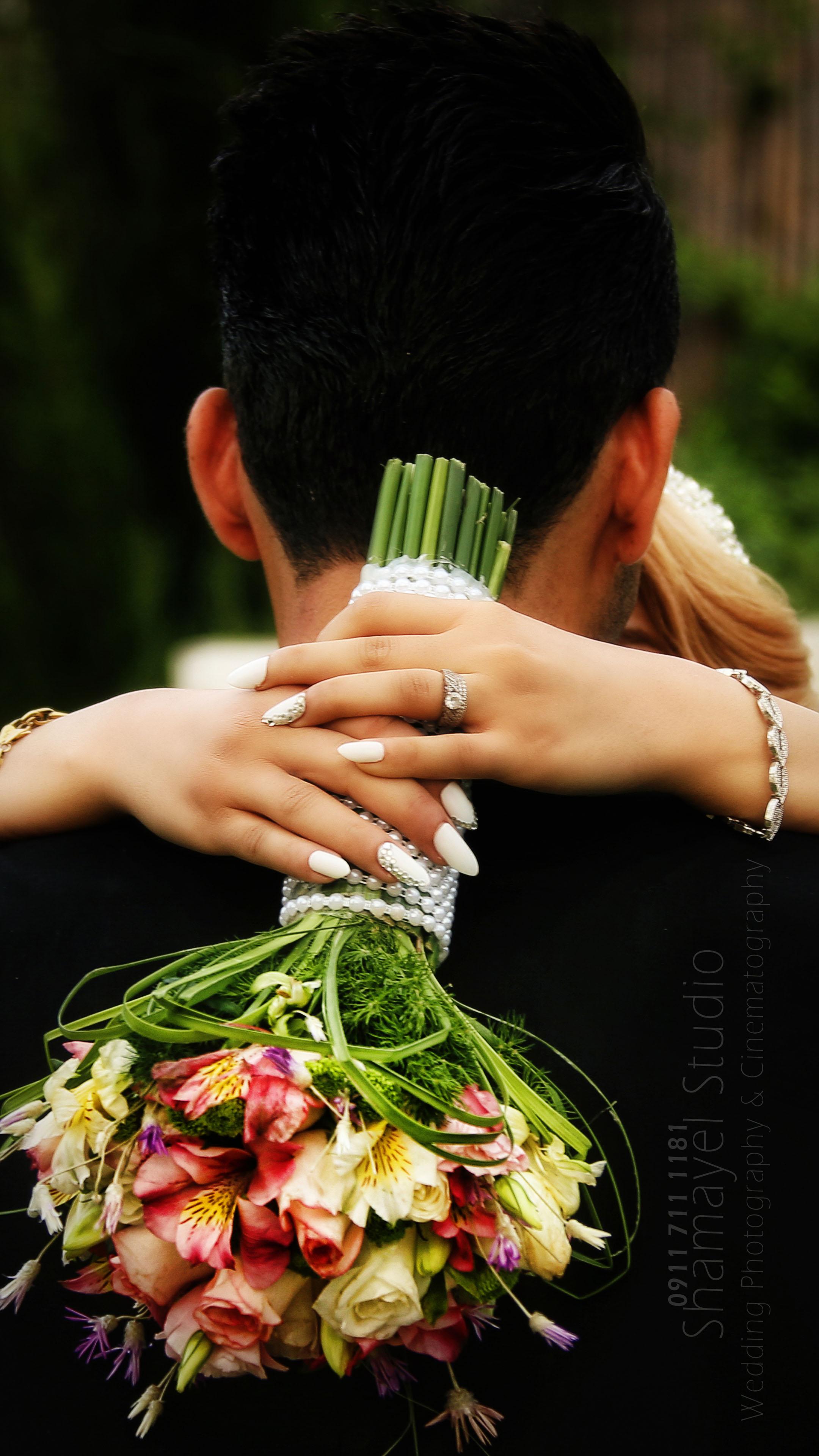 بغل کردن عروس و داماد