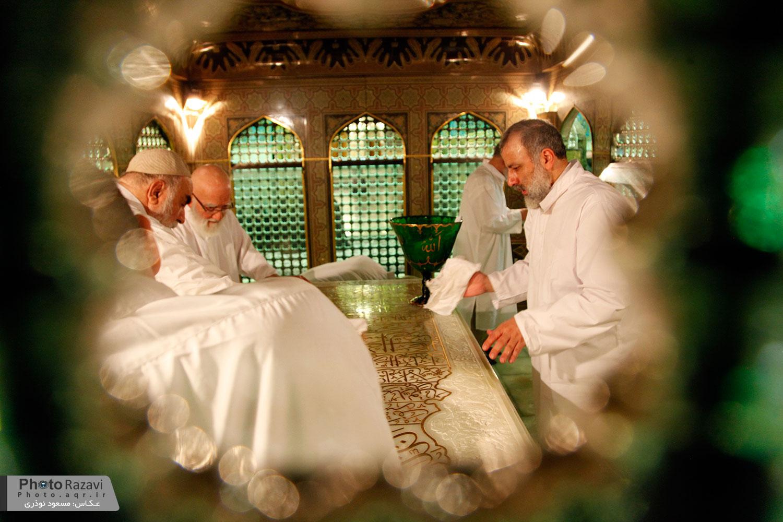 آئین غبار روبی مضجع منور حضرت رضا(ع)