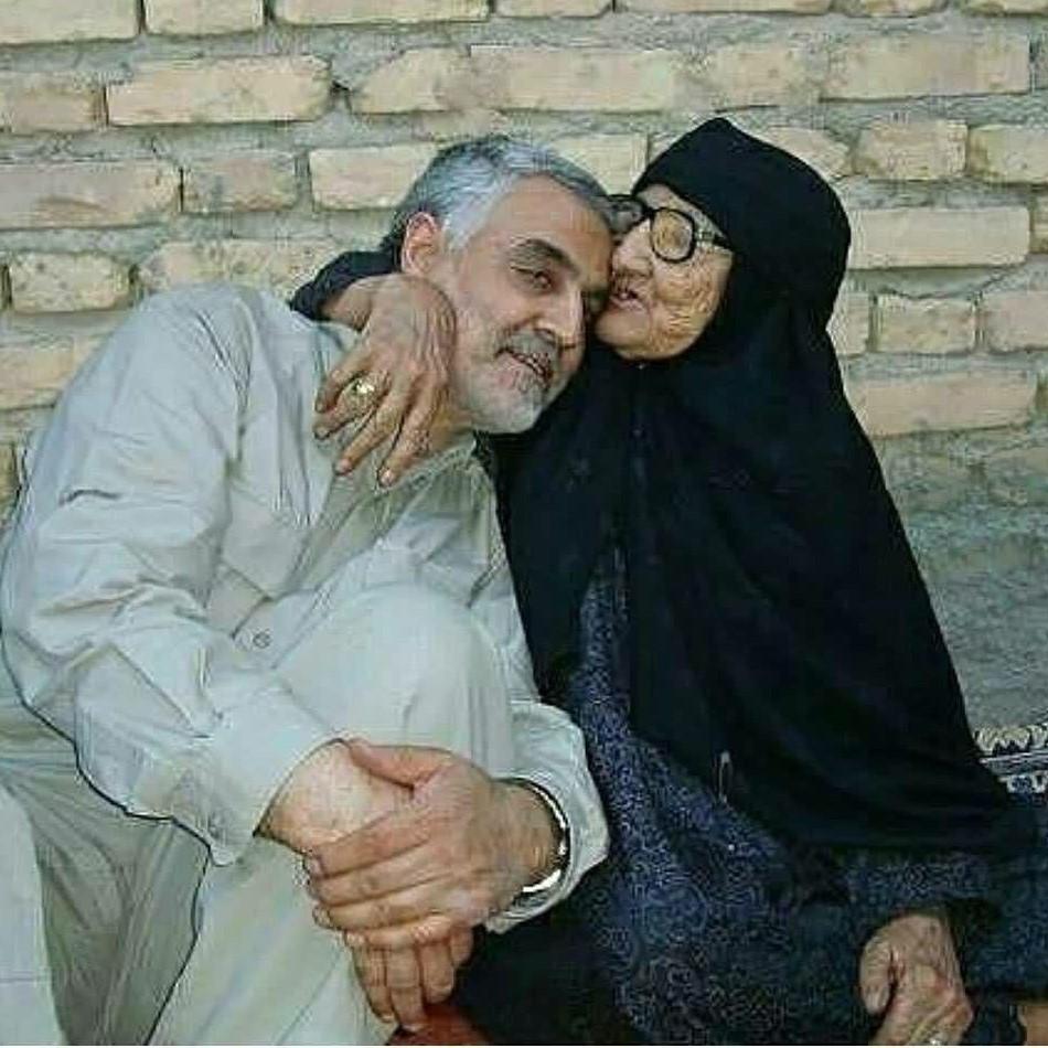 عکس سردار سلیمانی و مادرشان