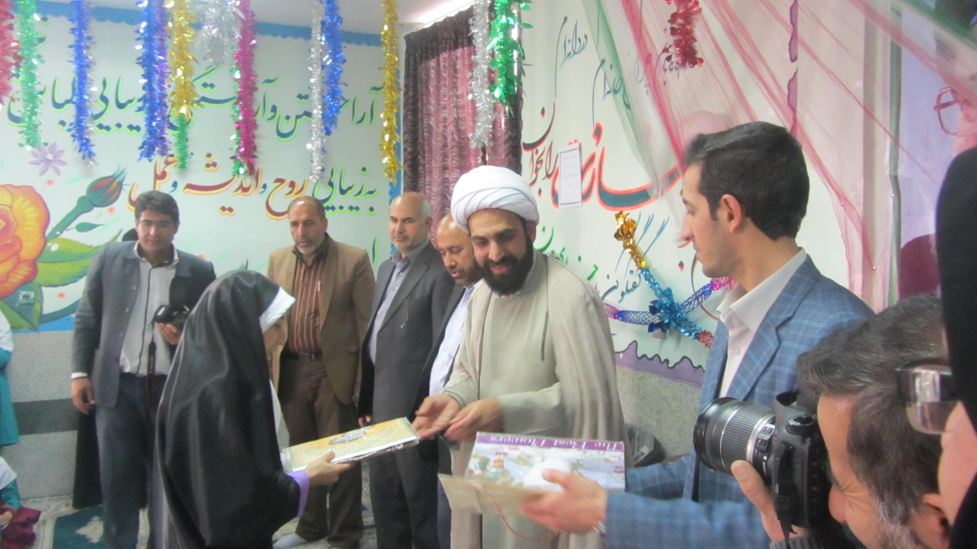 حضور امام جمعه شهرستان بافت حجت الاسلام مهدي زاده در مدرسه دخترانه شاهد