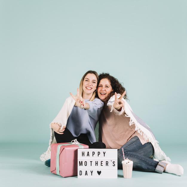 ژست عکس مادر و دختری در تولد