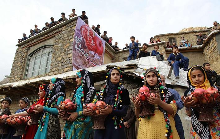 جشنواره ی انار در میان مردمان غرب کشور