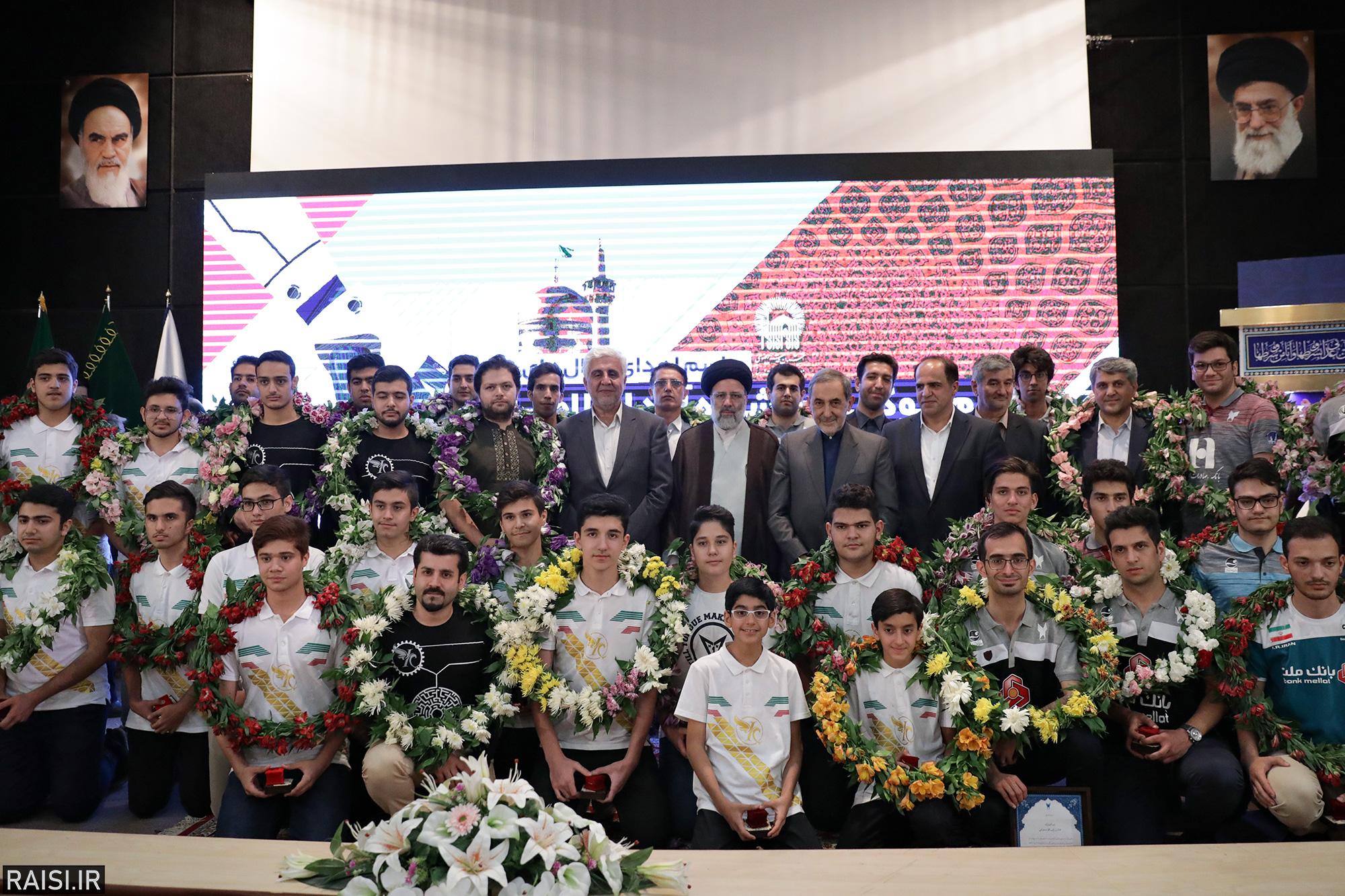 مراسم اهدای مدالهای تیم ربوکاپ دانشگاه آزاد اسلامی در مسابقات جهانی به آستان قدس رضوی