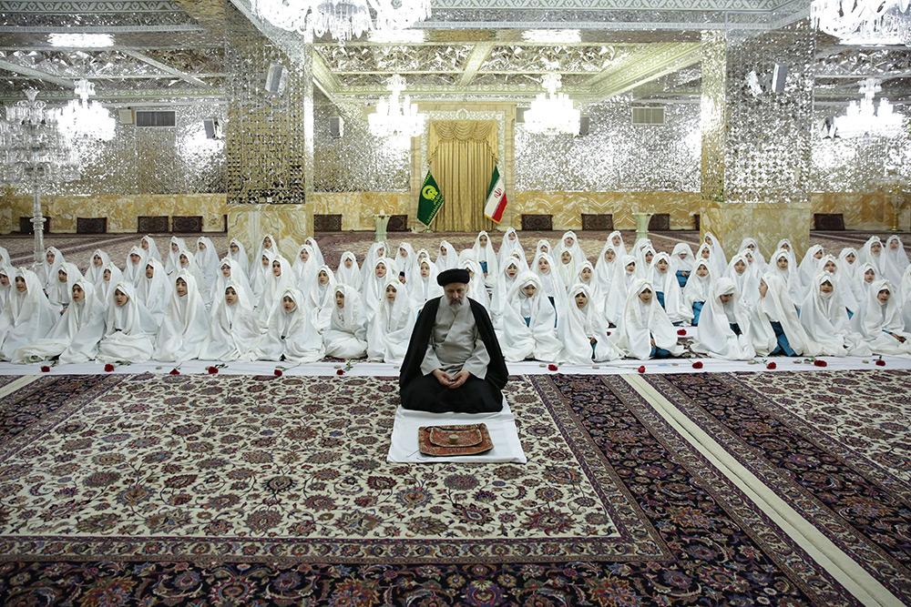 مراسم جشن تکلیف دانش آموزان مدارس امام رضا(ع) با حضور تولیت آستان قدس در حرم مطهر رضوی