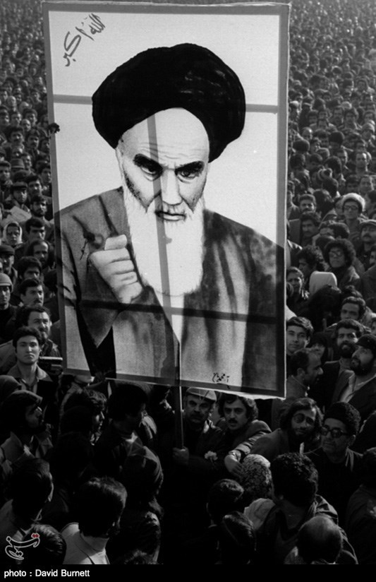 زنده و جاوید باد/ امام ما خمینی/ مرده و نابود باد/ سلطنت پهلوی