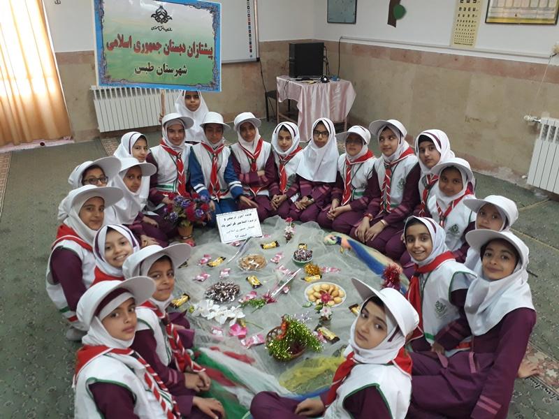 یشتازان دبستان جمهوری اسلامی