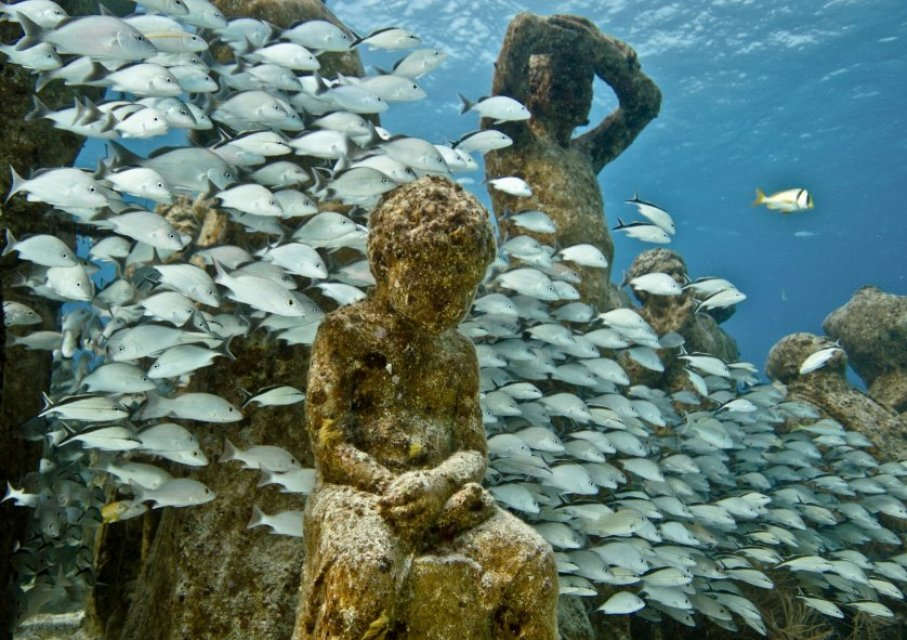 http://bayanbox.ir/view/8733875305349171625/silent-evolution-025-jason-decaires-taylor-sculpture.jpg