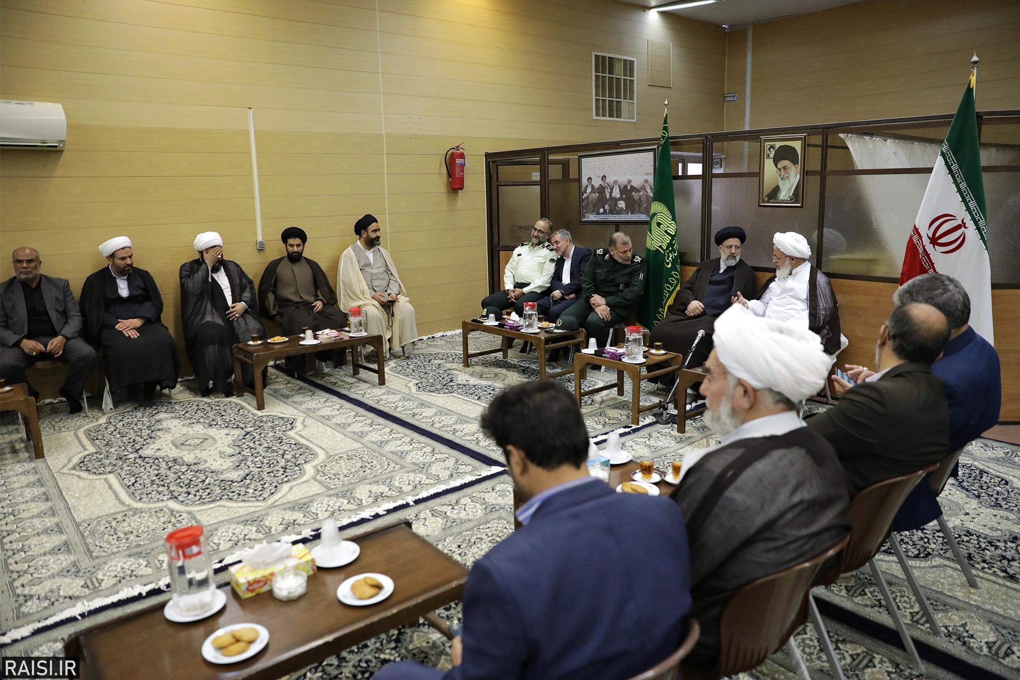 گزارش تصویری دیدار تولیت آستان قدس رضوی با امام جمعه و مسئولین شهر یزد