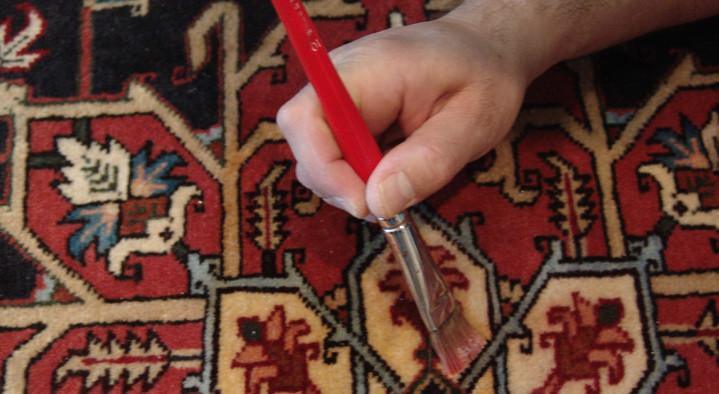روش پاک کردن لکه انار از روی فرش های رنگ روشن