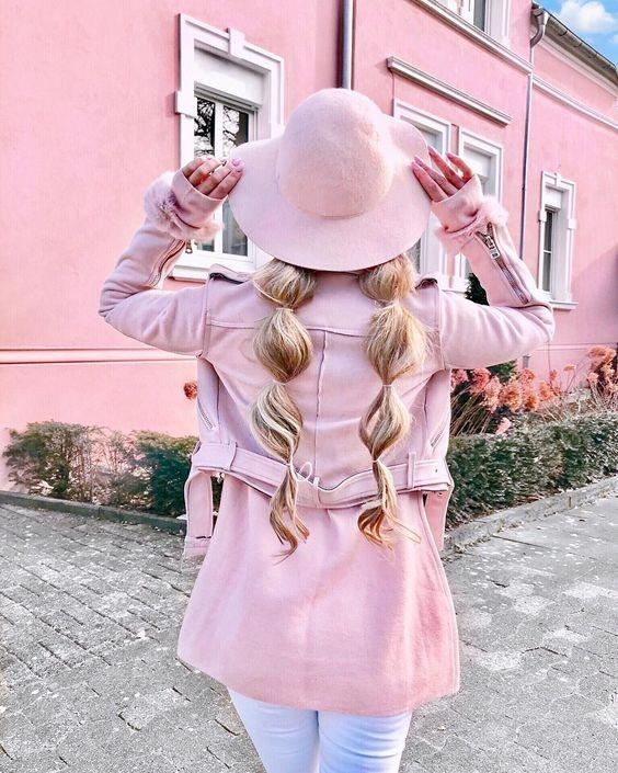 عکس پروفایل دختر از پشت سر فانتزی و صورتی با کلاه