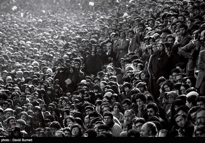 سیل جمعیت در استقبال از امام خمینی (ره)