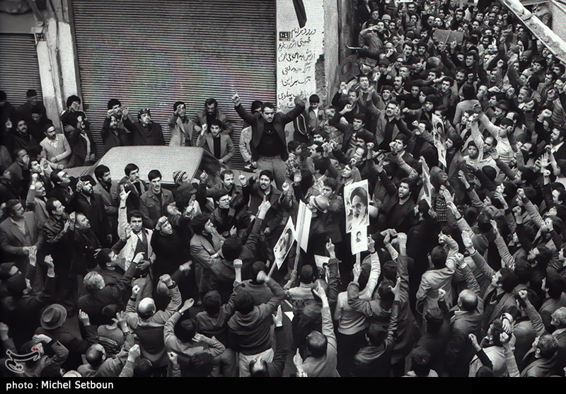 مردم طرفدار انقلاب اسلامی هر روز در خیابان بودند