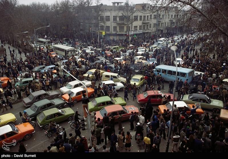 حضور شبانه روزی مردم در خیابان ها در بهمن 57