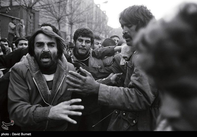 روزهای دی و بهمن 57 طرفداران شاه خائن بدون هیچ ترسی به سوی مردم شلیک میکردند
