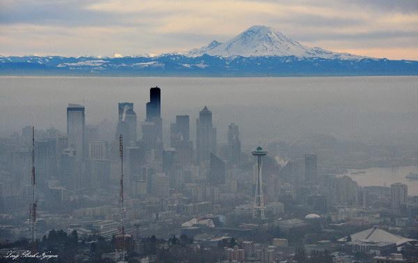 وارونگی هوا(که اصطلاح درست آن وارونگی دما است) در پاییز و زمستان باعث بالا رفتن غلظت آلاینده ها نزدیک سطح زمین می شود.